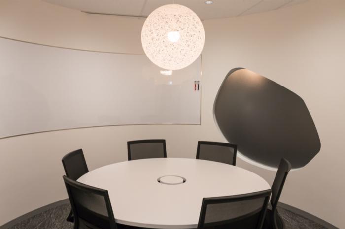 ミーティングルームのQ(会議室)