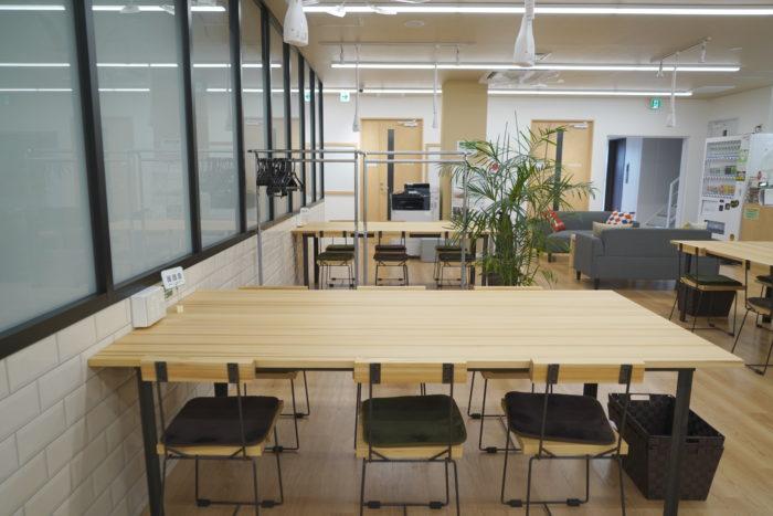 コワーキングエリア専用のテーブル席